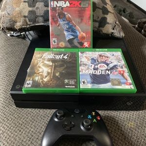 Xboxone 500gb first edition used but runs like new